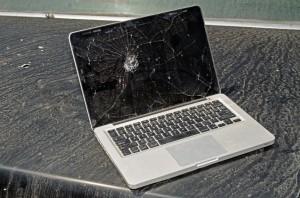 broken-laptop-300x198
